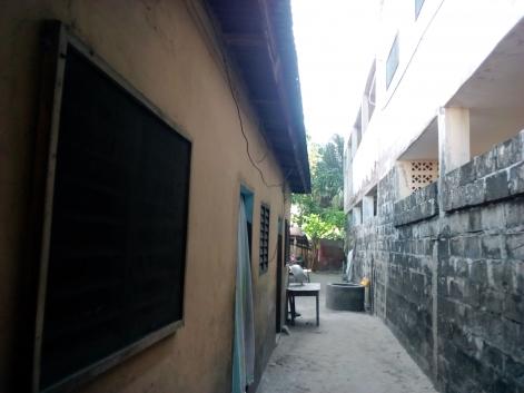 Vente de parcelle avec 3 chambres locataires